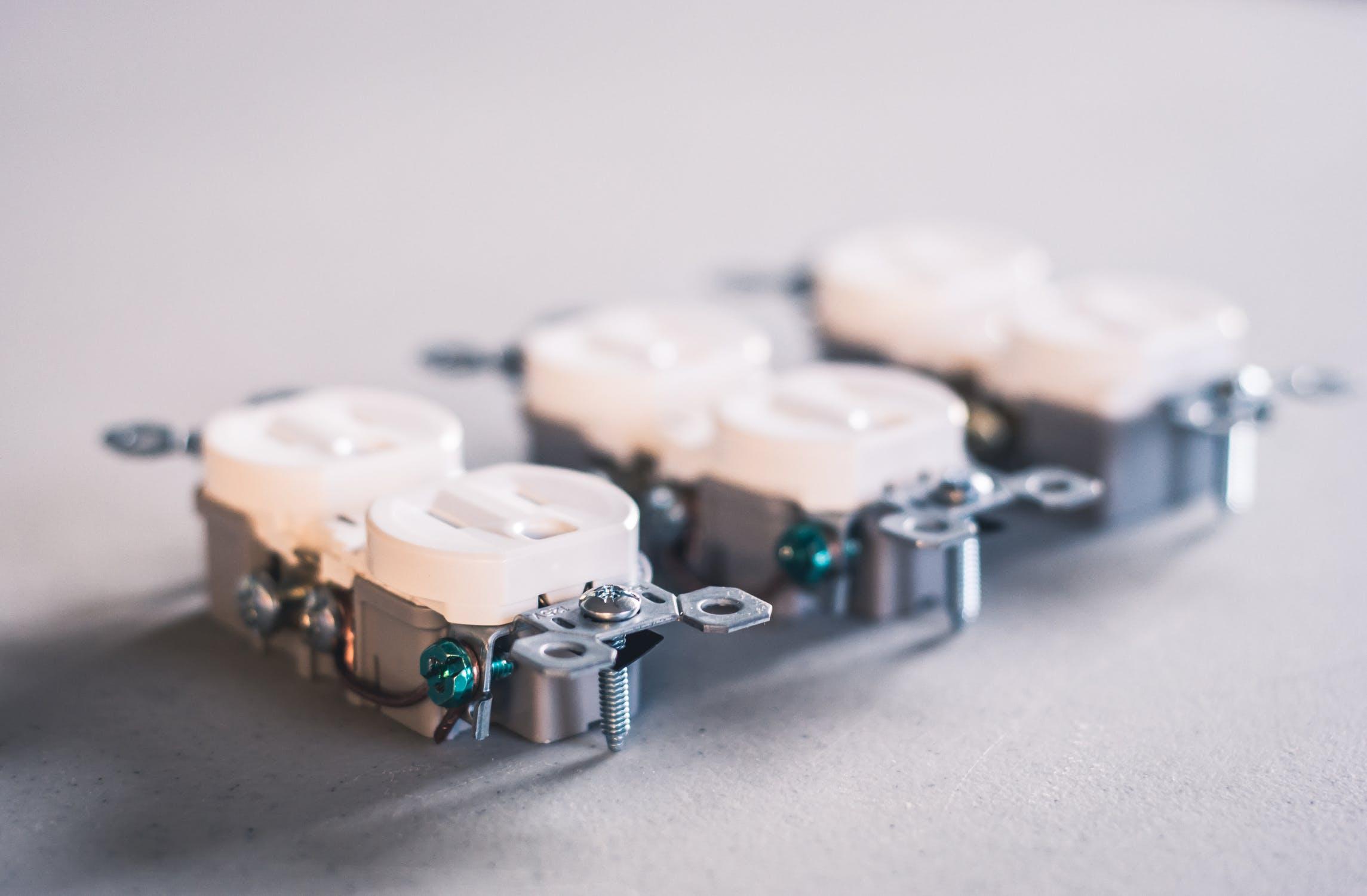 Alle soorten stopcontacten en schakelaars vind je bij klusspullen.nl. Van kindvriendelijke stopcontacten over draadloos schakelen tot stopcontacten met USB!